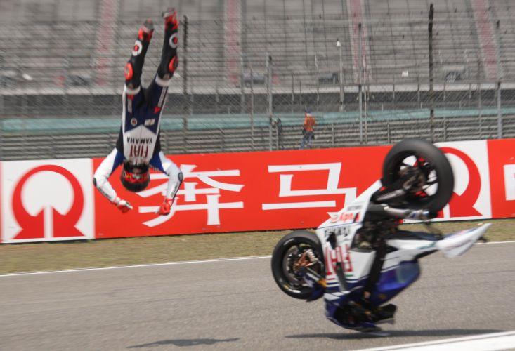 Jorge Lorenzo perdeu o controle e foi arremesado longe durante os treinos do GP da China