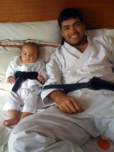 Lyoto Machida ao lado de seu filho Taiyo