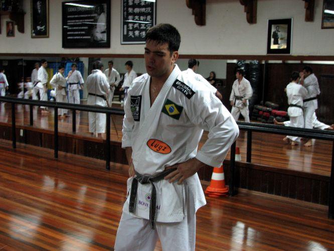 Lyoto Machida treina na academia de sua familia em Belém