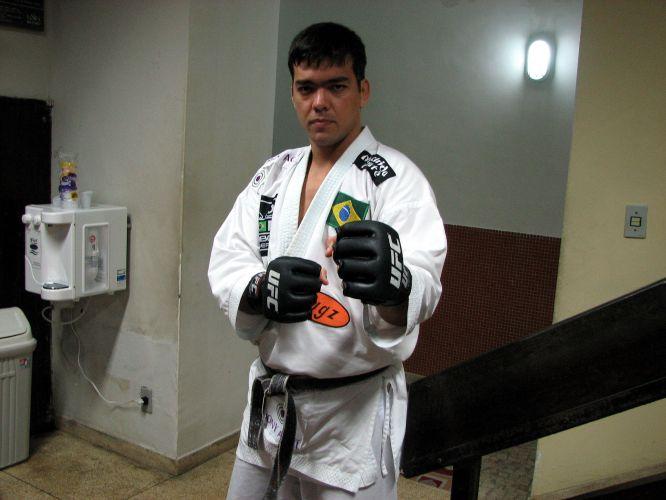 Lyoto Machida está se preparando para disputa do cinturão dos meio-pesados do UFC