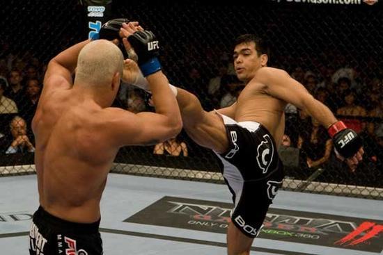 Brasileiro Lyoto Machida venceu o ex-campeão dos meio-pesados Tito Ortiz no UFC 86