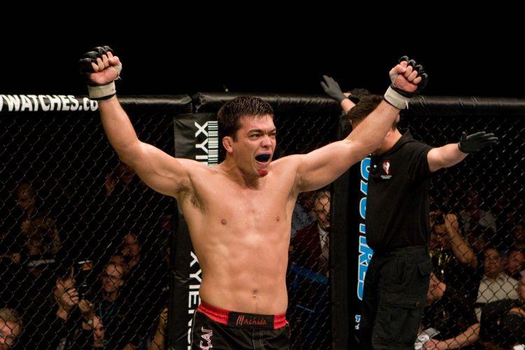 Brasileiro Lyoto Machida comemora uma de suas vitória no UFC