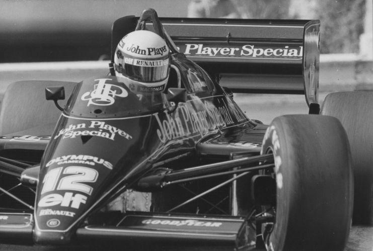 Senna a bordo da famosa Lotus preta em 1986, quando terminou em quarto lugar
