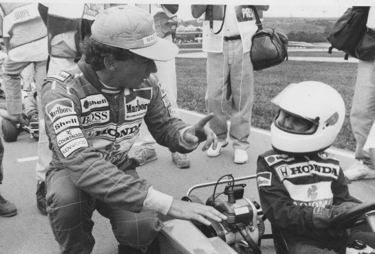 Senna dá conselhos ao sobrinho Bruno durante prova de kart em 1991