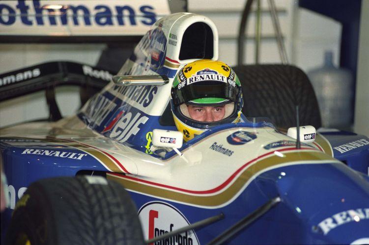 Piloto com olhar atento e focado nos boxes da Williams