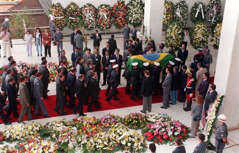 Vista aérea da chegada do corpo de Senna na Assembleia Legislativa
