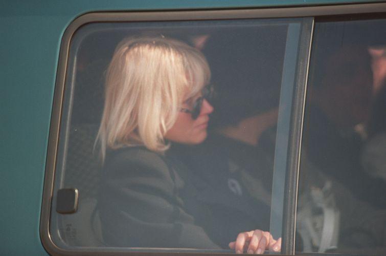 A apresentadora Xuxa compareceu ao enterro do ex-namorado Ayrton Senna