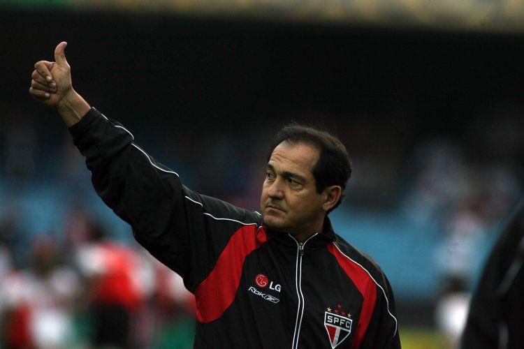 Muricy Ramalho cumprimenta torcedores do São Paulo em mais um início de Brasileirão, em 2008