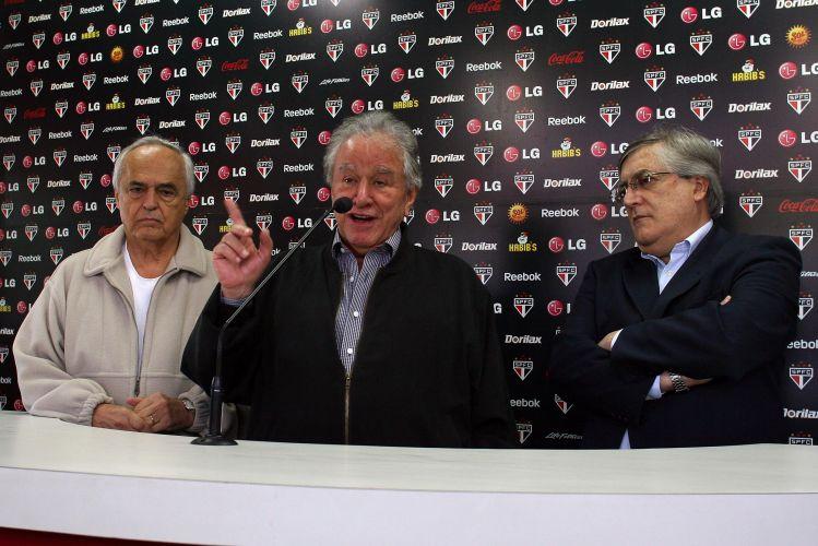 O contrato de Ricardo Gomes terá validade de um ano, até o final do primeiro semestre de 2010, e será assinado na segunda-feira