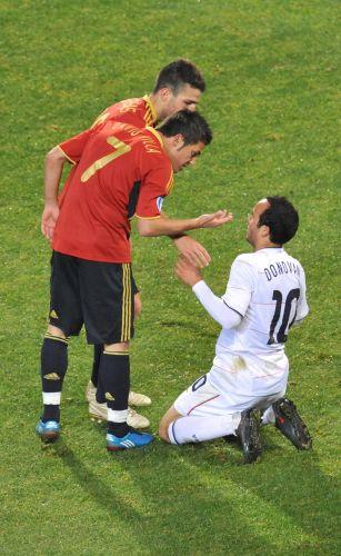 b49b6ebe83 O camisa 7 da Espanha David Villa gesticula para Donovan