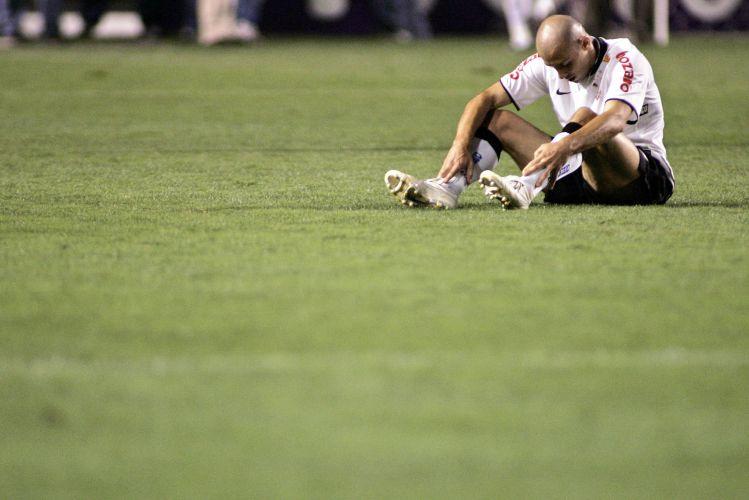 O Corinthians caiu para o Cruzeiro na noite deste domingo por 1 a 0
