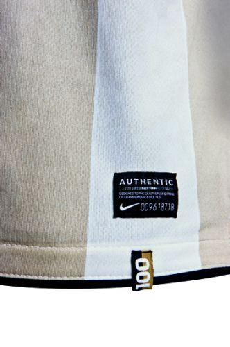 6f00de00a0 Detalhe da camisa do centenário do Corinthians  peça chegará às lojas no  dia 1º de setembro