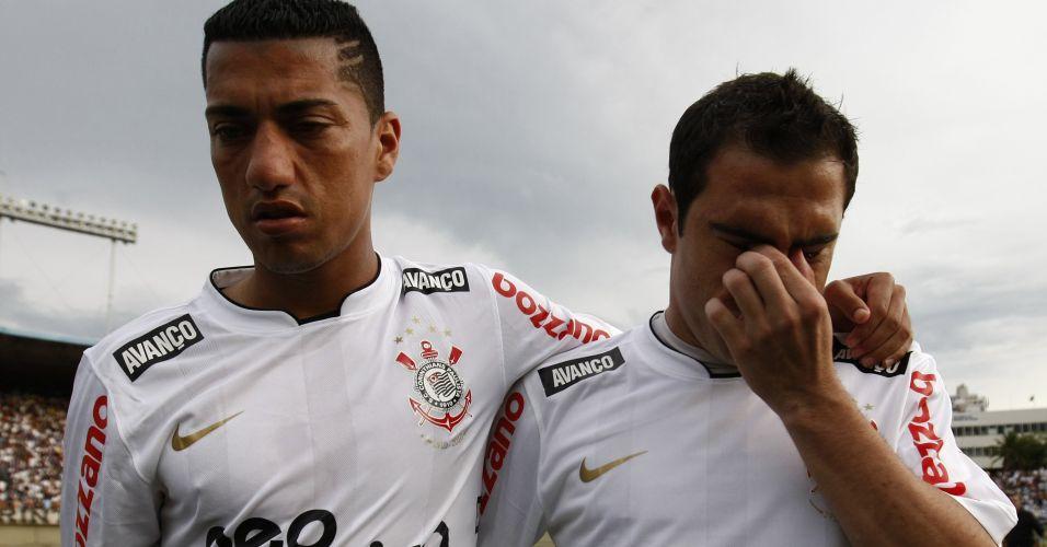 Bruno César deixa o gramado do Serra Dourada chorando após o empate por 1 a 1 contra o Goiás; Corinthians apenas empatou por 1 a 1 e encerrou ano do centenário sem conquistar sequer um título