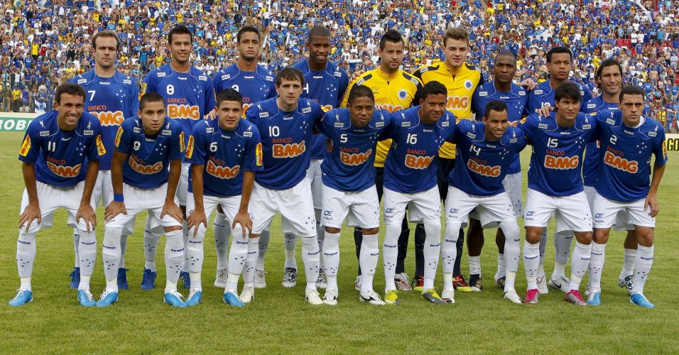 Jogadores do Cruzeiro posam para foto antes do duelo decisivo contra o Palmeiras em Sete Lagoas