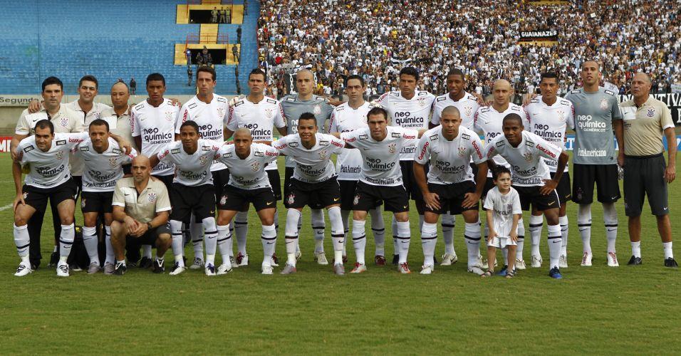 Jogadores do Corinthians posam para foto antes do duelo decisivo contra o Goiás no Serra Dourada