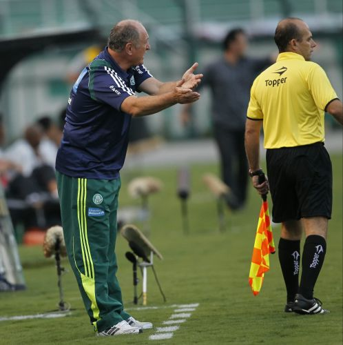 Tcnico Luiz Felipe Scolari comanda o Palmeiras na estreia no Paulisto contra o Botafogo-SP, em duelo no Pacaembu