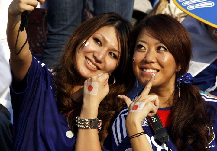 Torcedoras Japonesas Tiram Foto Enquanto Aguardam Inicio Da Partida
