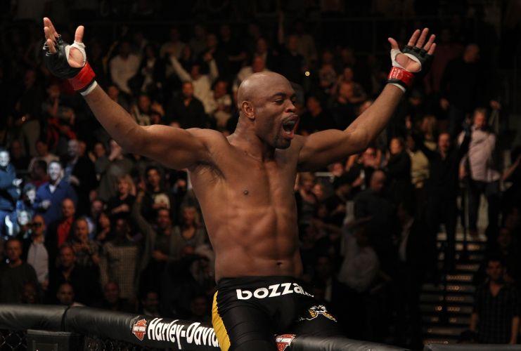 Anderson Silva manteve o cinturão dos médios do UFC ao derrotar Vitor Belfort no primeiro round, em luta realizada no Mandalay Bay Center, em Las Vegas (EUA)