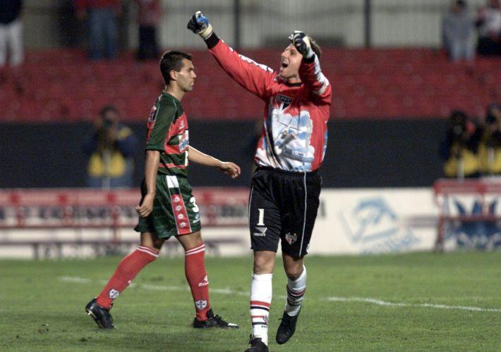Copa João Havelange, em 2000 - São Paulo 2 x 0 Portuguesa: o goleiro Rogério Ceni comemora o segundo gol do São Paulo durante jogo no estádio do Morumbi