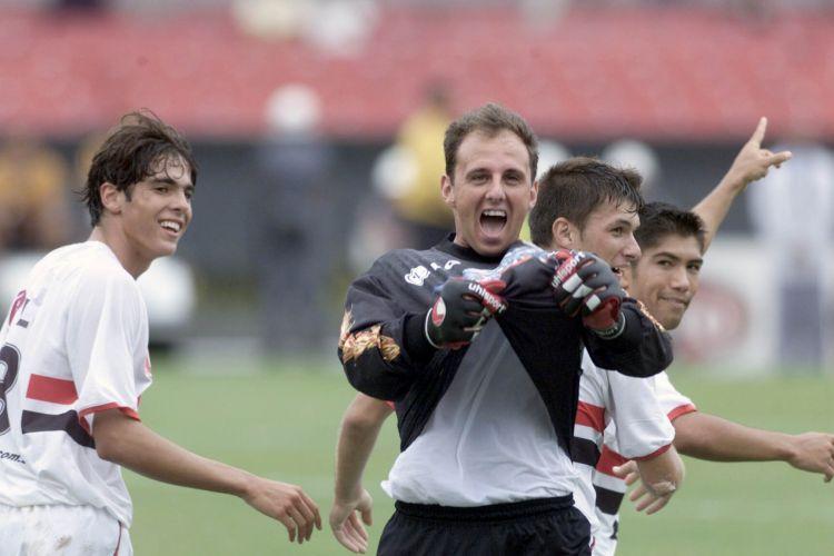 Contra Fluminense, ele marcou gol de falta, mas em seguida viu Roger fazer gol do meio-campo em 2002