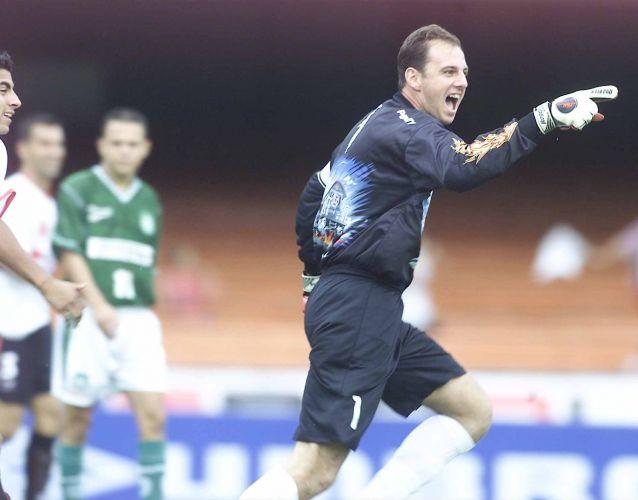 Pelo Rio-São Paulo, goleiro celebra gol contra Palmeiras