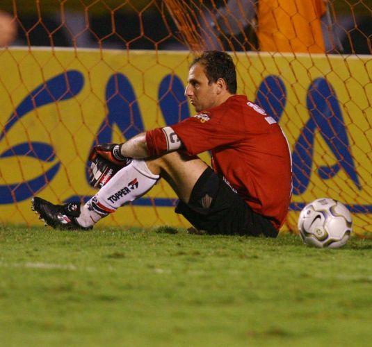 Mas no São Paulo a vida seguia difícil e ele lamentou mais uma eliminação. Agora na Copa Sul-Americana de 2003.