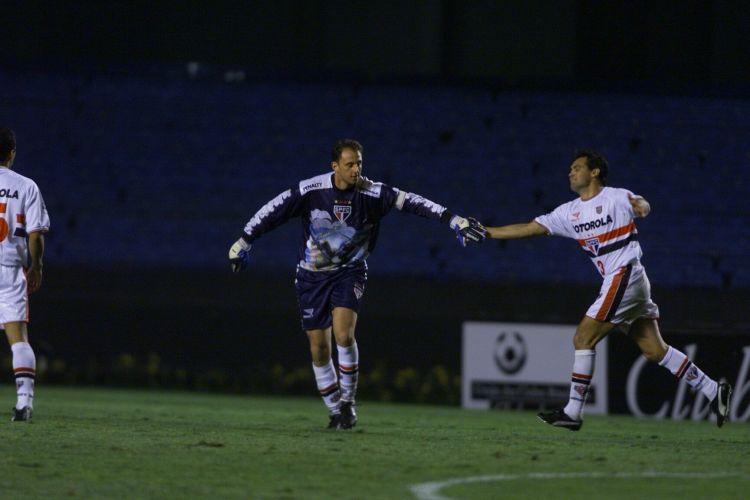 18 de Junho de 2000. Campeonato Paulista. O Santos novamente é vítima de Rogério, que marcou um gol de falta no empate no clássico disputado no Morumbi, 2 a 2.