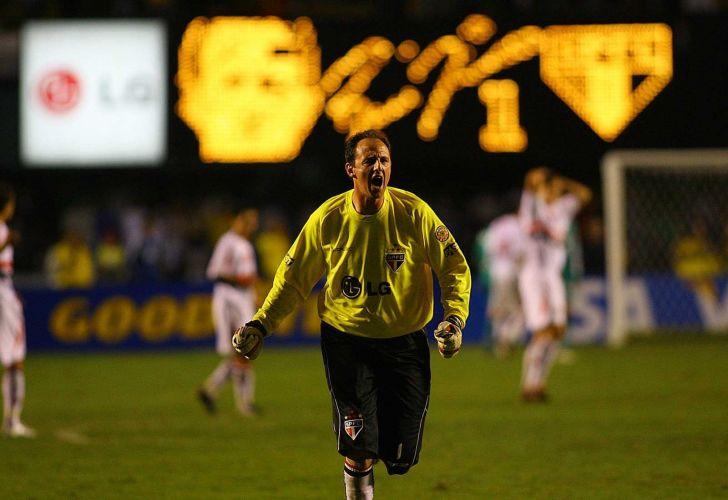 Taça Libertadores da América, 2006: São Paulo 2 x 1 Palmeiras: Rogério Ceni comemora o gol da vitória do São Paulo por 2 a 1 no Morumbi, em São Paulo. Com o resultado, o São Paulo se classificou para a fase de quartas de final