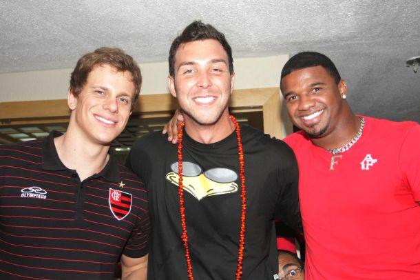 Nadador César Cielo, 'basqueteiro' Babby e goleiro Felipe no Baile de Carnaval do Flamengo, a Festa do Vermelho e Preto (05/03/2011)