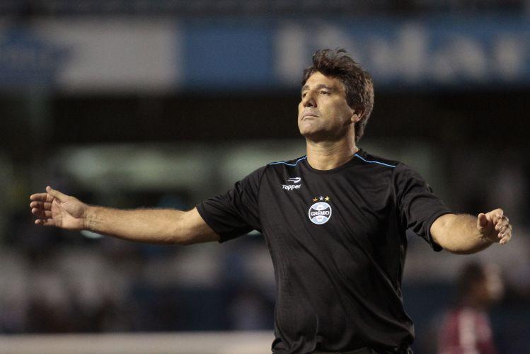Renato Gaúcho lamenta durante a partida. No entanto, o Grêmio venceu nos pênaltis