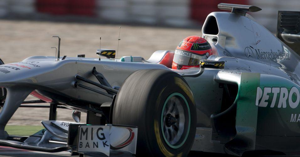 Alemão Michael Schumacher participa do terceiro dia de testes coletivos em Barcelona; piloto terminou em quinto lugar