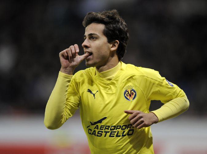 Atacante Nilmar saiu do banco de reservas para definir a vitória fora de casa com dois gols no segundo tempo