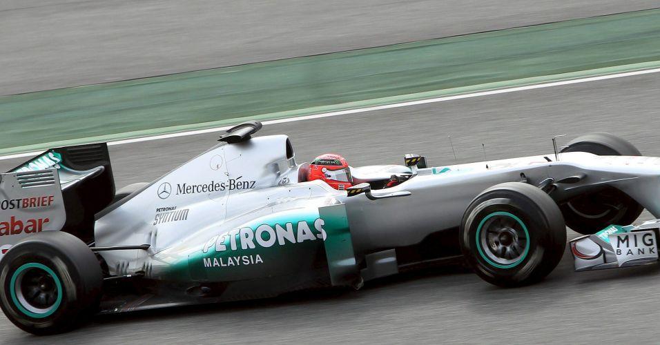 Michael Schumacher estreou novo pacote aerodinâmico da Mercedes e cravou o melhor tempo dos testes de Barcelona no penúltimo dia