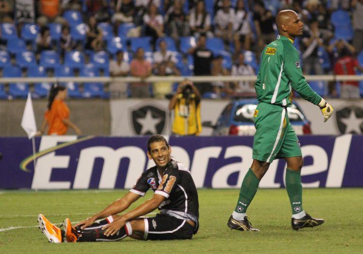 Diego Souza estreou com o pé direito e fez o primeiro gol do Vasco na vitória por 2 a 0 sobre o Botafogo, no Engenhão, pela quarta rodada da Taça Rio