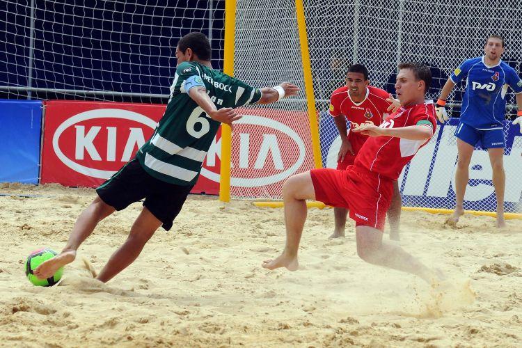 O Lokomotiv Moscou alcançou a liderança do Grupo A do Mundialito de clubes ao bater o Sporting por 5 a 4. Com o resultado, o Corinthians cai para a segunda colocação da chave