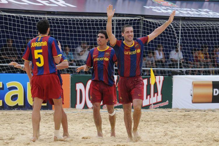 Não é apenas nos gramados que o Barcelona tem sido absoluto. O time catalão se manteve invicto no Mundialito ao vencer o clássico europeu contra o Milan por 6 a 3. O time italiano acumulou sua segunda derrota em três jogos