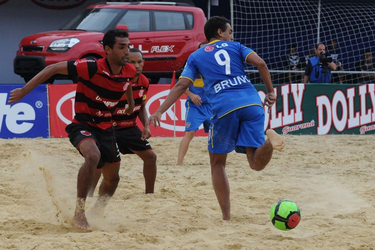 O Flamengo não teve dificuldades para vencer o Boca Juniors por 6 a 2 e se recuperar no Mundialito. O resultado eliminou os argentinos e manteve o time carioca na briga pela classificação
