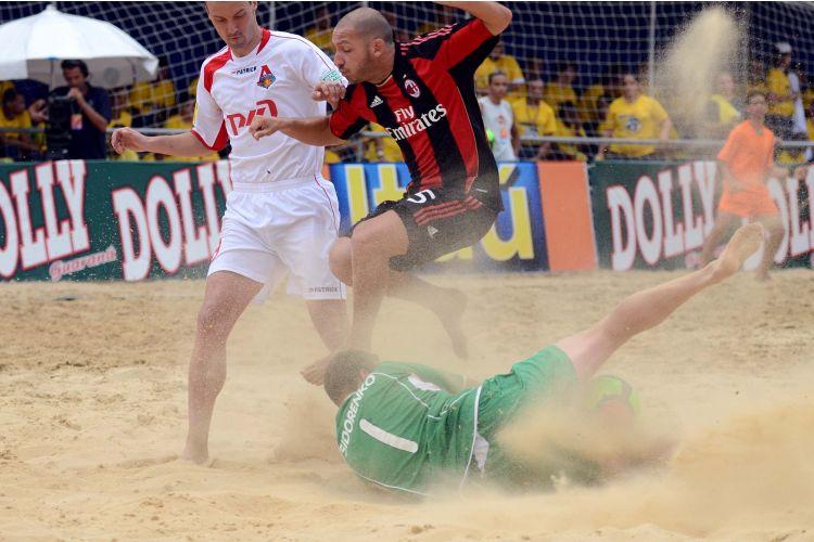 O Milan foi outro figurão que caiu cedo no Mundalito, nas semifinais, contra o Lokomotiv Moscou