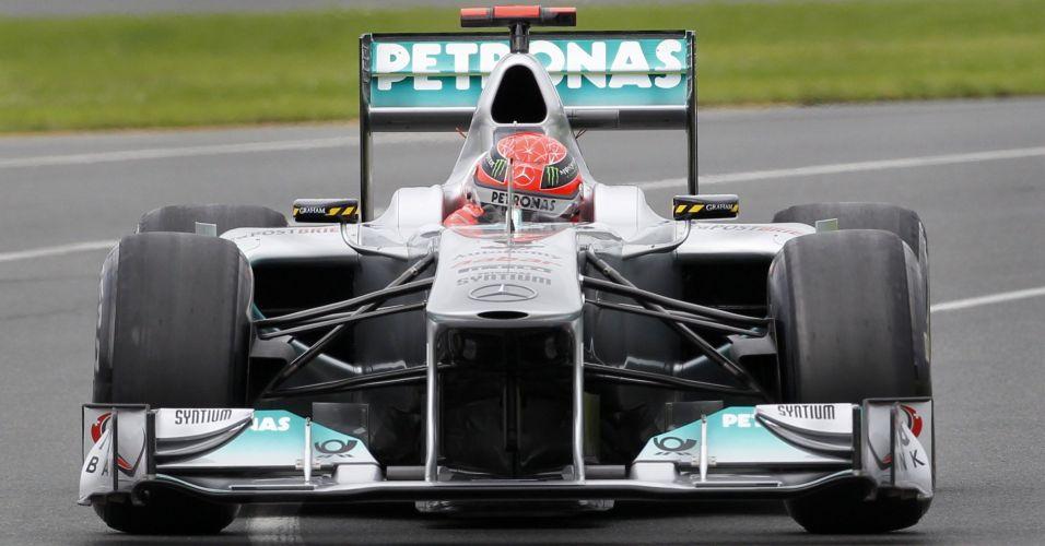 Dono de sete títulos mundiais, alemão Michael Schumacher vai para a pista com o carro da Mercedes em Melbourne; Alemão foi o oitavo colocado na primeira sessão