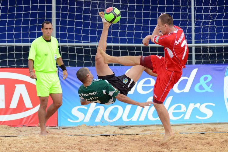 O Sporting, de Portugal, bateu o Lokomotiv por 5 a 4 e passou  final do Mundialito de clubes de futebol de areia, para encarar o Vasco