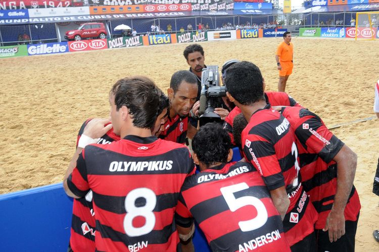 Fla se reúne durante o jogo; equipe perdeu clássico para o Vasco por 5 a 4