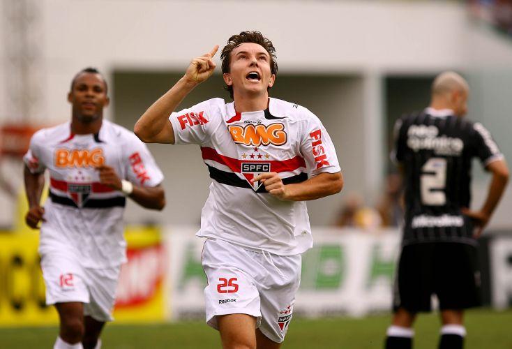 Dagoberto abriu o placar para o São Paulo aos 39min do primeiro tempo