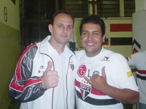 Paulo Roberto Pires exibe foto ao lado do ídolo