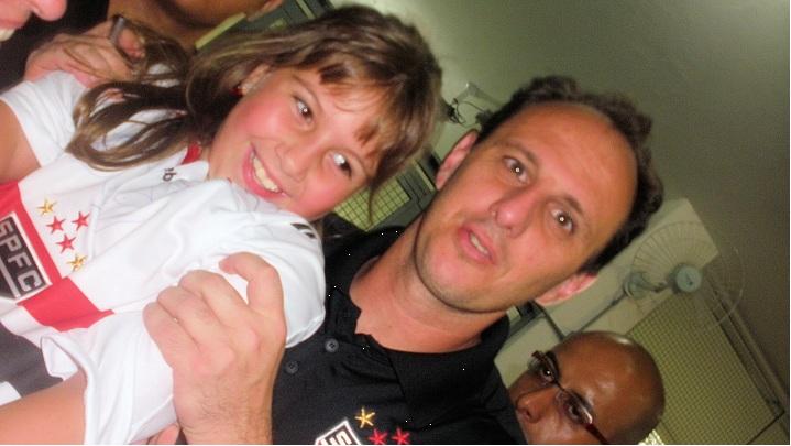 Rogério Ceni ergue o maior troféu de Deborah Merenda: a sua filha Luana
