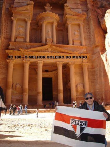 Gustavo Righetto foi até Pietra, na Jordânia, e exibiu sua paixão pelo time de Rogério Ceni