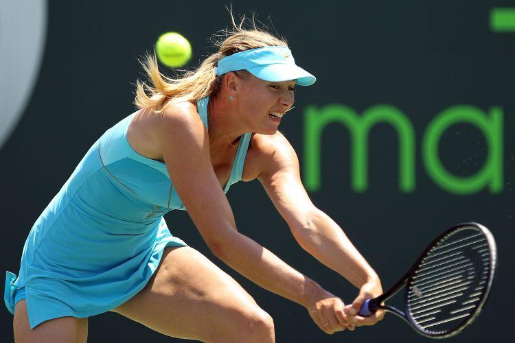 Sharapova teve dificuldades no início jogo contra a rival alemã, mas depois se recuperou