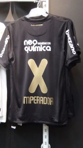 A loja oficial do Parque São Jorge já recebeu intensa procura pelas camisas de Adriano