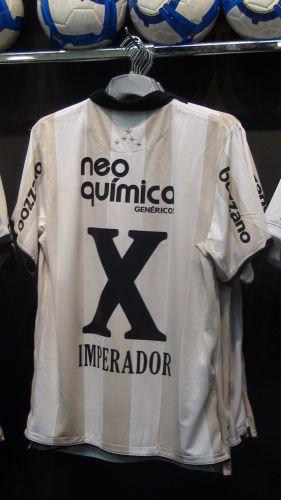 O coordenador da loja oficial do Parque São Jorge Nelson Neves disse que foram vendidas 300 camisas de Adriano só no último final de semana