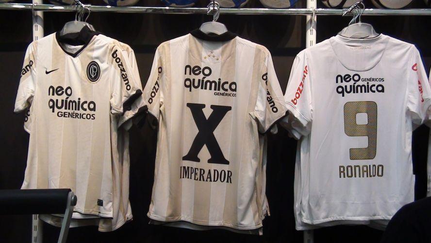 Para dar conta da demanda, o coordenador da loja oficial do Parque São Jorge assumiu um risco: mandou fazer camisas personalizadas de Adriano na segunda-feira passada, antes da confirmação oficial do Corinthians.