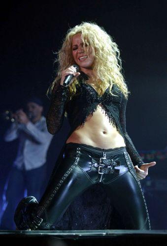 De origem libanesa, Shakira praticou dança do ventre e já afirmou que isso lhe ajuda bastante para dançar no palco